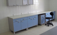 Fixed ceramic laboratory table and suspended cupboards
